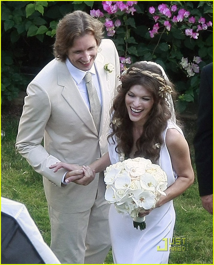 milla-jovovich-wedding-picture-20